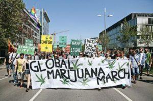 Niemcy: tysiące ludzi demonstruje za legalizacją marihuany, UltimateSeeds.pl